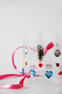 Glamorous DIY water bottle crowns